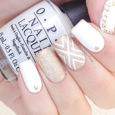 In search for some nail designs and ideas for your nails? Listed here is our list of 23 must-try coffin acrylic nails for trendy women. Gold Nail Art, White Nail Art, White Nails, Gold Manicure, White Glitter, Glitter Nails, White Ombre, Gold Art, Nails Polish