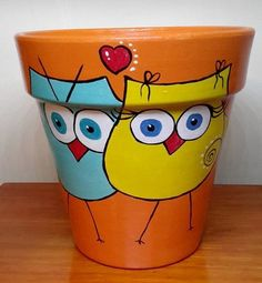 Risultati immagini per manjula macetas Flower Pot Art, Flower Pot Design, Flower Pot Crafts, Clay Pot Crafts, Diy Crafts, Painted Plant Pots, Painted Flower Pots, Flower Planters, Pots D'argile