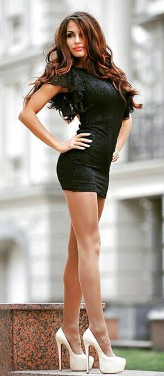 High-heels to sexy legs — I love her tight mini dress and high heels, she. Tight Dresses, Sexy Dresses, Short Dresses, Mini Dresses, Short Skirts, Pernas Sexy, Sexy High Heels, Sexy Legs, Sexy Outfits