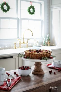 Kitchen Christmas Decoration Ideas Lovely Festive Christmas Kitchen Decor Ideas and Inspiration Christmas Yard, Christmas Store, Christmas Kitchen, Christmas Colors, Christmas 2019, Celebrating Christmas, Cheap Christmas, White Christmas, Inspired By Charm