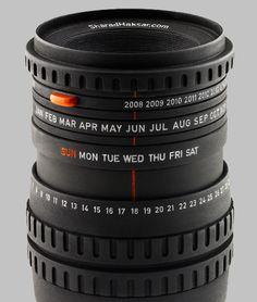 Desktop calendar -- looks like a real camera lens!
