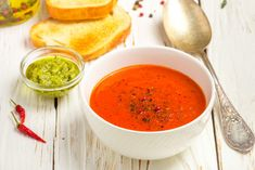 Chili pepper tomato soup Ingredients: 600 g tomatoes 2 bell peppers ½ chili 4 cloves of garlic 500 ml vegetable stock 1 tsp paprika 2 tsp dry italian Tomato Soup Ingredients, Sweet Cocktails, Baked Vegetables, Vegetable Stock, Easy Food To Make, Weight Loss Drinks, Dog Food Recipes, Chili, Crazy Celebrities