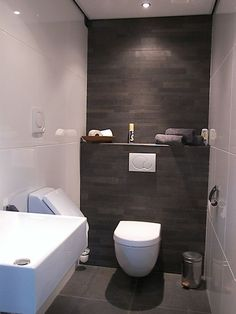 Toilet with dark back wall - toilet Wc Design, Toilet Design, Bathroom Design Luxury, Bathroom Design Small, Small Toilet Room, Modern Toilet, Downstairs Toilet, Bathroom Toilets, Home Room Design