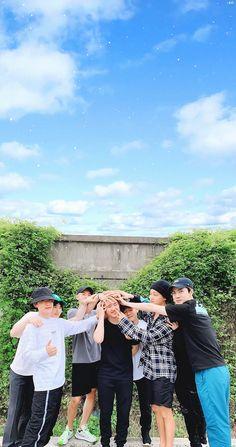/EDIT/ #엑소 #EXO 𝐀𝐥𝐰𝐚𝐲𝐬, 𝐰𝐞 𝐚𝐫𝐞 𝐨𝐧𝐞 Exo Ot12, Kpop Exo, Kaisoo, Exo Chanyeol, Kyungsoo, Exo Group Photo, Exo Imagines, Exo Lockscreen, Grooms