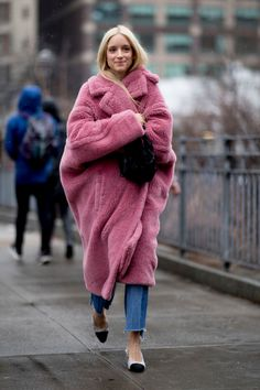 The Best Street Style Looks From New York Fashion Week Fall 2019 - Fashionista Street Style Fashion Week, Look Street Style, New York Street Style, Autumn Street Style, Ny Fashion Week, New York Style, Street Style Trends, Trend Fashion, Look Fashion