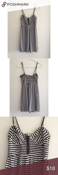 Billabong striped mini dress Billabong minidress with adjustable and removable straps. Bustier style in front, with elastic back. This dress is so comfy and can easily be dressed up or down. Worn a handful of times, but still in good usable condition! Billabong Dresses Mini