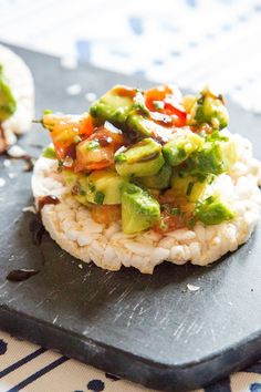 This is so easy, it's doesn't warrant the title of a 'recipe' really. It's basically chopping up delicious, naturally vegan, healthy ingredients and flinging it onto a rice cake. Rice Cake Snacks, Rice Cake Recipes, Rice Cakes, Yummy Snacks, Veggie Recipes, Healthy Snacks, Healthy Recipes, Yummy Recipes, Rice Cake Toppings