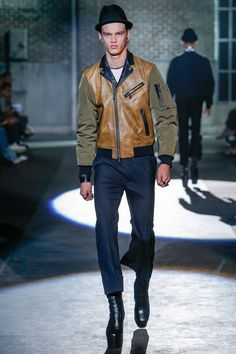 See the complete Dsquared2 Spring 2017 Menswear collection.