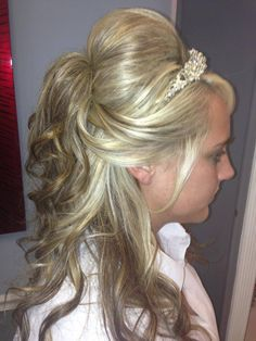 BEAUTIFUL WEDDING HAIR #hairbycheryl@MirrorMirrorHairStudio@Spa. @Kaitlyn Watson George
