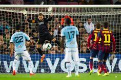 La jugada en la que Valdés se lesiona