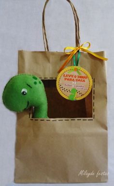 Make a small bag with a window, inside pocket, attach a dinosaur on a keyring to inside of bag (in pocket), head poking through window Dinosaur Crafts, Dinosaur Toys, Felt Crafts, Diy And Crafts, Crafts For Kids, Third Birthday, 3rd Birthday Parties, Baby Dino, Dinosaur Birthday Party