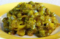 Traditional South African flavours abound in this yummy recipe for Pickled Curry Bean Salad, otherwise known as kerrie-boontjies. Ingredients 250 gram fresh green beans 1 medium onion (approximately 125 gram), … South African Dishes, South African Recipes, South African Dumpling Recipe, Curried Beans Recipe, Vegetable Dishes, Vegetable Recipes, Veg Dishes, Side Dishes, Green Bean Curry