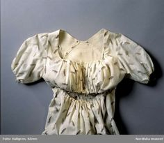 Digitalt Museum - Klänning, tryckt bomullstyg, sent 1700-tal. Inv.nr NM.0113534.