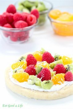 No bake gluten free vegan fruit pizza--easy to make: almond flour, apple sauce, coconut cream (i would use coconut milk & separate it myself), fresh fruit, Gluten Free Pizza, Gluten Free Desserts, Healthy Desserts, Vegan Gluten Free, Paleo, Dairy Free, Fruit Pizza Bar, Easy Fruit Pizza, Raw Vegan Recipes