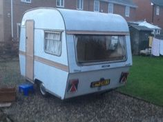 Vintage Thomson t-line 2 birth caravan