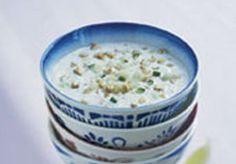 Opskrift på en kold suppe til en varm solskindag. Prøv denne Bulgariske yoghurtsuppe, som er populær overalt i Østeuropa.