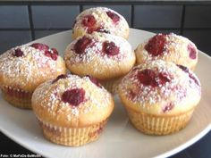 Vanille-Muffins mit Himbeeren - Rezept mit Bild - Best Picture For baking desserts raspberry For Your Taste You are looking for something, and it is going Easy Cookie Recipes, Donut Recipes, Snack Recipes, Dessert Recipes, Muffin Recipes, Dessert Blog, Baking Desserts, Cupcake Recipes, Raspberry Recipes