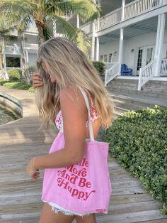 #tote #totebag #toteoutfit #beachoutfit #summeroutfit #bikini #pinkoutfit #pinkout #summer #floridakeys #springbreak #sun #smile #totequote Summer Goals, Summer Time, Pink Summer, Summer Beach, Summer Fun, Mode Dope, Basic Shirts, Insta Photo Ideas, Summer Feeling