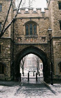 St John's Gate, Clerkenwell, London | by The Master & Marisa