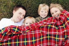 Have a snuggle session for your Christmas family photo shoot.