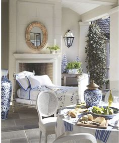 Chinoiserie Chic: A Blue and White Loggia Gold Home Decor, White Home Decor, Outdoor Rooms, Outdoor Living, Indoor Outdoor, French Daybed, Blue And White China, Navy Blue, White Rooms