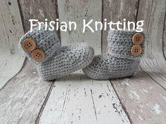 Crochet baby booties, baby uggs, baby shoes, baby schoentjes, baby schuhe 11 cm door Frisianknitting op Etsy