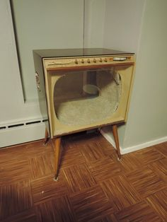 Repurposing that old TV - how clever.  My cat would love this.