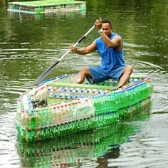40 Cool Ways To Upcycle And Reuse Plastic Bottles Wilderness Survival, Survival Prepping, Survival Gear, Survival Skills, Survival Fishing, Survival Quotes, Diy Magazine Holder, Reuse Plastic Bottles, Outdoor Survival