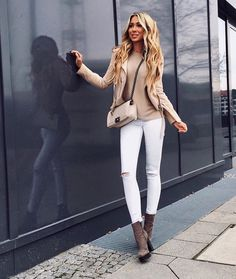 How to wear a beige biker jacket for women looks & outfits Elegantes Outfit, Mode Chic, Womens Fashion Casual Summer, Outfit Jeans, Fall Winter Outfits, Women's Fashion Dresses, Casual Outfits, Autumn Fashion, Teen Fashion