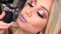 This eye shadow stamp, created by will give you the ultimate cut crease in seconds. Makeup News, Beauty News, Makeup Application, Eye Shadow, Inventions, Make Up, Stamp, Eyes, Pretty