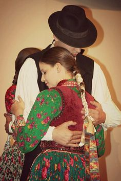 ...tender embrace... Folk Fashion, Ethnic Fashion, Costumes Around The World, Folk Dance, Cultural Diversity, Folk Costume, My Heritage, Folklore, Traditional Outfits