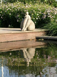 Art objects in a garden design by Maria Schlepers Dronten - Modern Rock Garden Plants, Garden Art, Garden Design, Sculptures Céramiques, Sculpture Art, Garden Sculpture, Plus Size Art, Scary Art, Pottery Sculpture