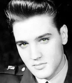 So handsome Elvis army Elvis Und Priscilla, Priscilla Presley, Lisa Marie Presley, Elvis Presley Family, Elvis Presley Photos, Beatles Photos, The Beatles, Most Beautiful Man, Gorgeous Men