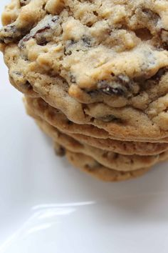 How to Make Bakery Style Oatmeal Raisin Cookies - Margin Making Mom Oatmeal Cookie Recipes, Easy Cookie Recipes, Good Healthy Recipes, Cookie Desserts, Sweet Recipes, Dessert Recipes, Healthy Food, Best Oatmeal Raisin Cookies, Healthy Eating
