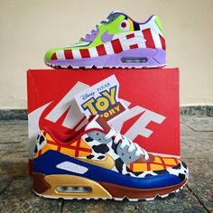 "Ricardo on Instagram: ""Toy Story Air Max custom 😱 Ao infinito.... E além 🚀🚀🚀 #angeluspaint #angelusbrand #angelusdirect #angeluspolish #toystory #pixar #airmax…"" Nike Air Max 90s, Sneakers Nike, Nike Shoes, Shoes Heels, Shoe Boots, Custom Shoes, Shoe Game, Sneaker Art, Buzz Lightyear"