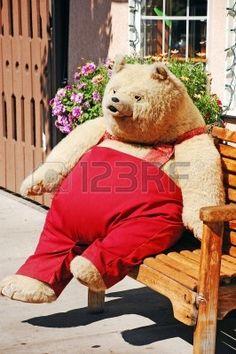 Grote oude teddy beer zittend op de bank Stockfoto - 7503037