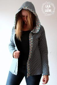 Reversible jacket with hood: Tutorial from our sample sitter Leonie by Lila-wie-Liebe with two favorite … Tante Ema, Hooded Jacket, Rain Jacket, Windbreaker, Sewing, Hair Styles, Womens Fashion, Model, Sacks