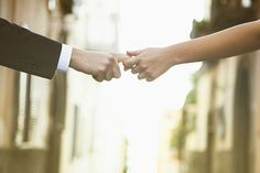 senza perdersi mai... Holding Hands, Weddings, Hand In Hand, Mariage, Wedding, Marriage, Casamento
