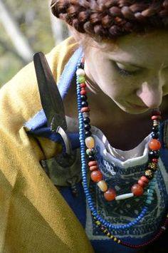 Bohatý ženský oděv, polovina 5. století, Morava. Female dress, Half 5. Century, Moravia (Czech Republic). Photo Jana Lohnická, Reconstruction of Dress Kristýna Urbanová.