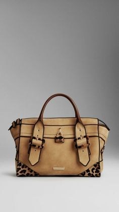 Handbags & Purses Burberry i am in love with this bag!Burberry i am in love with this bag! Sacs Tote Bags, How To Have Style, Sac Week End, Duffle, Burberry Handbags, Burberry Tote, Mode Outfits, My Bags, Beautiful Bags