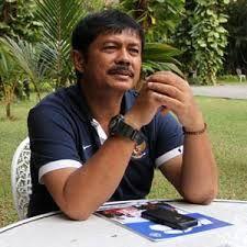 """Peluncuran Buku Biografi Sjafri – Pelucuran buku biografi yang berjudul """"Menolak Menyerah"""" dari sosok Indra Sjafri dimana berperan sebagai manajer timnas Indonesia U-19 membuatnya terharu."""