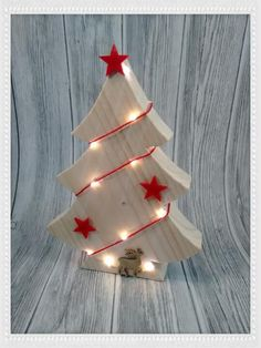 All sorts of creative things made of wood, fabric, napkin technology, paper, pearls and much more … # Christmas wood - Wooden Christmas Crafts, Wood Christmas Tree, Christmas Mood, Christmas Projects, Holiday Crafts, Christmas Ornaments, Wood Craft Patterns, Xmas Decorations, Creative Things