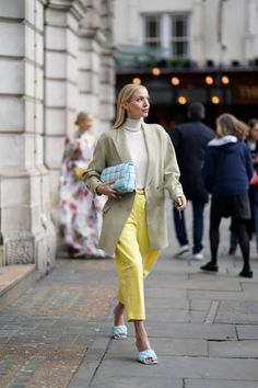 Leonie Hanne Imágenes y fotografías - Getty Images Spring Outfits Women Casual, Trendy Outfits, Fashion Outfits, Pantone, Dior Couture, Christian Dior, Nyfw Street Style, Madrid, Streetwear