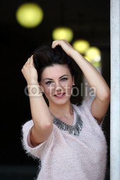 Ritratto di ragazza con luci sfondo Model: Diana Mary
