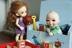 Molly (pukifee girl) is a recast, Dill (dalang, nappy choo) company doll - bjd - by ResinMuse, via Flickr