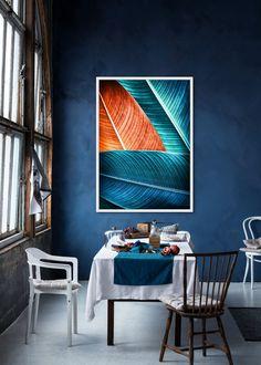 Veľký obraz LEAVES. Obraz je zaujímavý svojim prevedením a zobrazením. Základ je maliarské bavlnené plátno na drevenom ráme v rozmere až 144x104cm. Tento obraz je vyhotovený vo farebnom prevedení s bielym okrajom. Môžete ho jednoducho zavesiť na stenu na výšku ale aj na šírku ako sa vám bude vzor páčiť.  Rozmery obrazu: 144 cm x 104 cm x 4,5 cm Materiál: rám z masívneho dreva, bavlnené plátno Accent Chairs, Flat Screen, Ale, Painting, Leaves, Furniture, Home Decor, Upholstered Chairs, Blood Plasma
