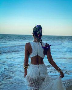 """Thássia Naves on Instagram: """"Apenas agradecer 🙏🏻 Sempre reconhecendo que a nossa vida é um presente de Deus! 💙🧜🏼♀️💕 • Boa noite meus amores! #thassiastyle #summer"""" Summer Looks, Foto E Video, Crochet Bikini, Bikinis, Swimwear, Beach, 112, Instagram, Clothes"""