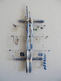 Porte bijoux mural en bambou et acier bleu blanc gris argent