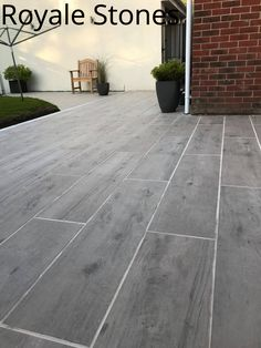 The beautiful and elegant look of Birch Wood and benefits of Porcelain makes these tiles ideal choice for Modern Garden designs. Perfect for people looking for Wood Effect look in their Gardens.