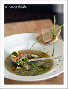 www.ineskocht.de, Tafelspitzsuppe, Rindfleischsuppe mit Gemüse, Wintersuppe mit Brot